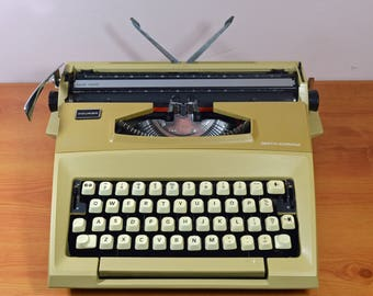 Typewriter. Smith Corona Courier 1970s. Fully serviced. Made in the UK.