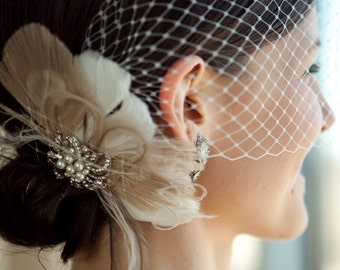Bridal Feather Fascinator, Wedding Feather Headpiece, Bridal Feather Fascinator, Feather Bridal Hairpiece, Pearl Brooch, Birdcage Veil