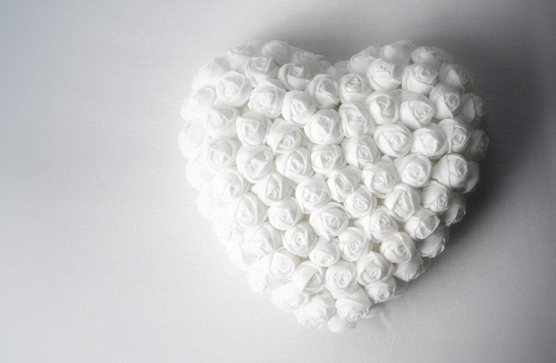 Famoso Cuore con fiori di stoffa roselline bianco BV37