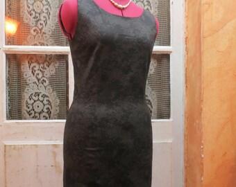 Little sleeveless dress, patterned black tone on tone