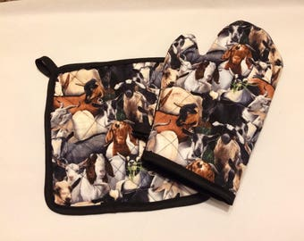 Goat themed insulated/quilted pot holder and oven mitt set