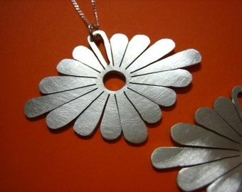 Japanese style Daisy Pendant