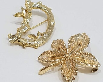 A Pair of Sarah Coventry Gold Tone Brooches - Branch with Leaves in a 'D', and Five Point Leaf