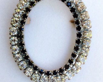 Gorgeous Vintage Rhinestone And Crystal Oval Brooch Pin
