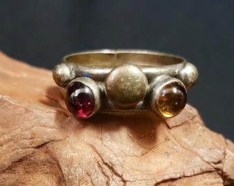 Vintage Garnet and Amber sterling silver ring - size 7