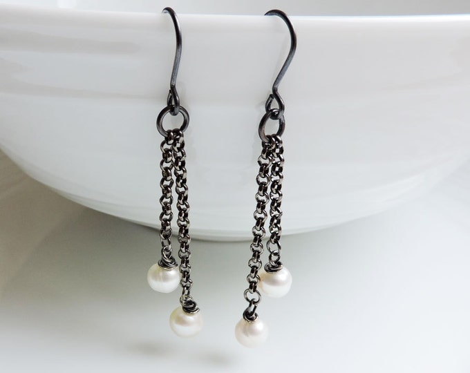 Long gunmetal and white pearl earrings - Cascade black chain and freshwater pearl hook wire drops - Large ivory white pearls, handmade