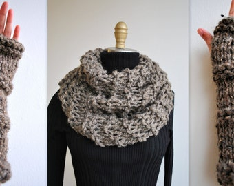 Knitting PATTERN: Outlander Inspired Claire's Cowl/Gloves Set- Beginner Easy -PDF Knit Pattern ONLY!!
