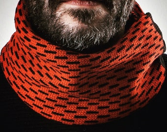 Infinity scarf. Wool 100%. Gift for him. Accessories for men. Woollo handmade. Black and orange // Handknitted, ideal for winter