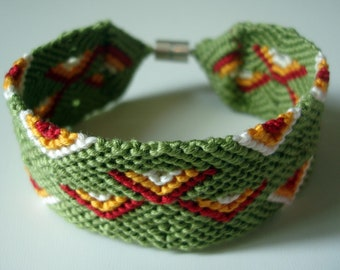 bracelet with magnet closure
