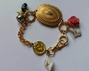 Bracelet à breloques dorées, ratatouille.