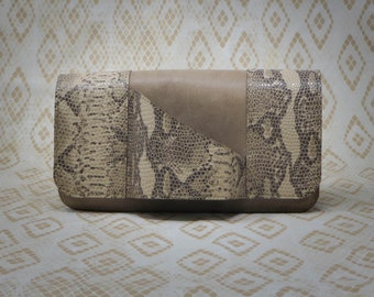 Shannon Clutch in Beige