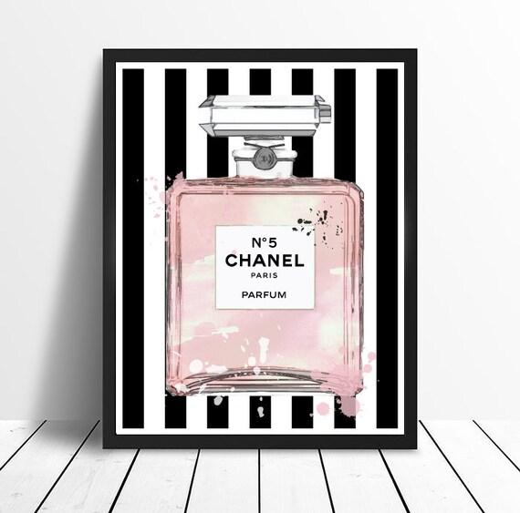 chanel no 5 no5 n 5 bouteille de parfum rose avec des