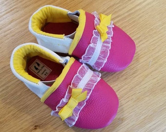 baby girls pink tri-colored lacy shoes size 3-6 months, baby moccasins with yellow bows and lining, gift for baby girl