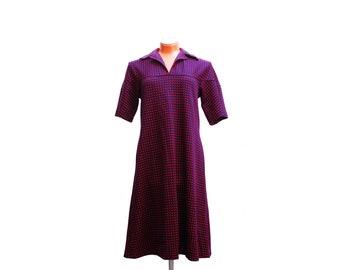 Vintage v-neck dress, dark blue red geometric pattern plus size dress, polyester fabric, housewife dress, 1970s winter fall fashion