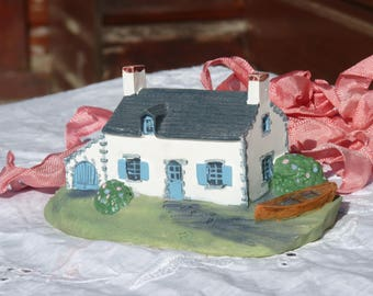 French Vintage Miniature House - Bretagne Area - Home Decor - Collectibles - Very Good Vintage Condition - No Chips - Spring Vintage Finds