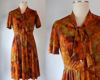 S A L E --- Vintage 1960s Floral Dress, Neck Tie Retro Dress (S)