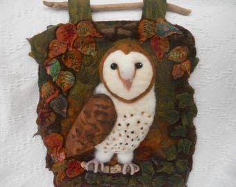 Felted Barn owl, owl wall hanging,3D rustic owl picture, felted wall hanging, autumn leaves and ivy, hand felted picture, felted wall decor