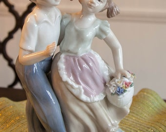 "Mallorca ""Sweethearts in Love' Porcelain Figurine"