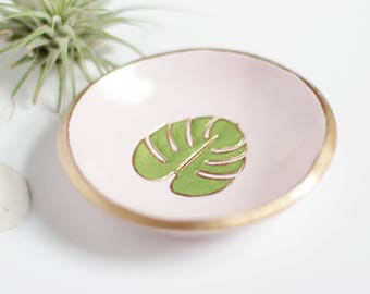 Monstera Leaf Jewelry Dish / Personalized Ring Dish / Wedding Ring Holder / Beach Wedding / Bridesmaids Gift / Hawaii Wedding
