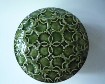 Handmade Carved Emerald Green Flowers and Ginko Leaves Lidded Jewelry Box