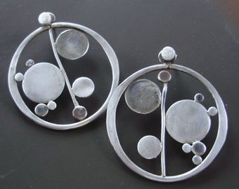 Bubbly Hoops with post
