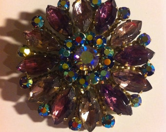 Vintage Aurora Borealis Gorgeous Rhinestone Brooch Prong Set Designed Pin Collectible Costume Jewelry