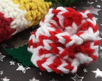 Sarah Jane Smith - Crocheted Rose Hair Clip - Red and White (SWG-HC-DWSJ03)