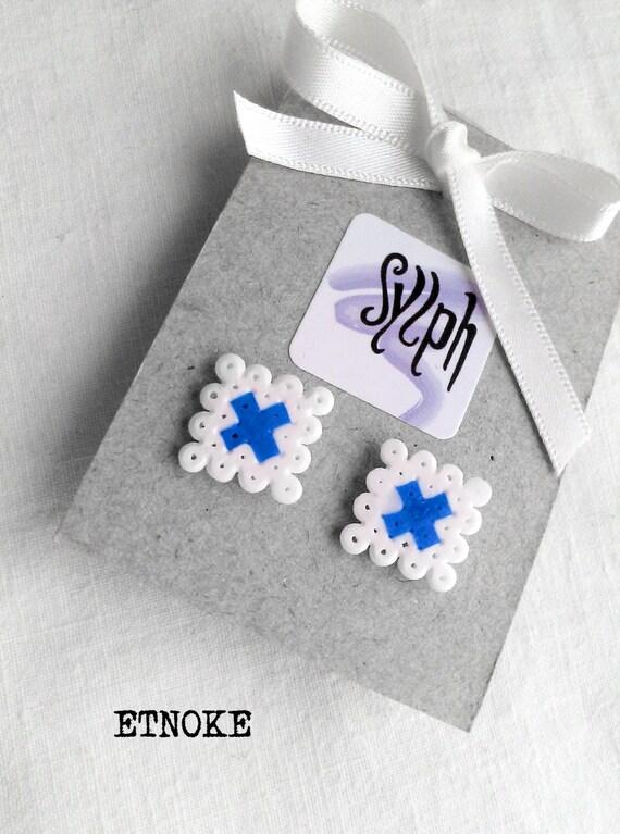 Stud earrings made of Hama Mini Beads - Etnoke (white)