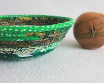 Small Fabric Bowl / Rustic Basket / Eco Green Round Coiled Bowl by PrairieThreads