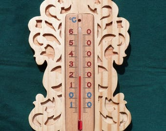 Thermometer inside for wall mounting in solid wood