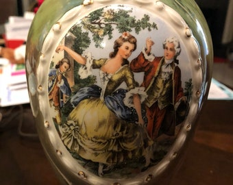 Vintage Colonial Couple small accent lamp
