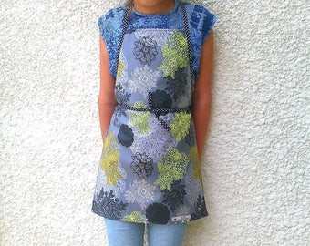 Child apron, apron for school, kitchen apron, waterproof apron, artist apron, apron painter, laminated apron, flowers