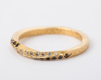 Mobius wedding band, Twisted Wedding Band, Womens unique wedding ring, Hammered engagement band, 14k gold diamond, Eternity Band