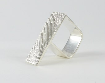 Wave square ring in sterling silver