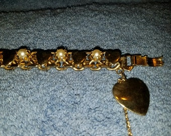 Vintage Gold Toned Heart and Faux Pearl Bracelet