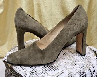 Vintage Suede Shoes ~Size 8 ~Classiques Entier, Italy ~1980s Pumps ~~Green Suede