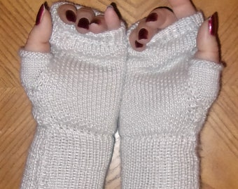 Fingerless gloves to die for in alpaca and silk