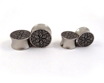 "Abstract Flower Pattern Steel Plugs - 00g 7/16"" (11mm) 1/2"" (13mm) 9/16"" (14mm) 5/8"" (16 mm) 3/4"" (19mm) 7/8"" (22mm) 1"" 25mm Ear Gauges"