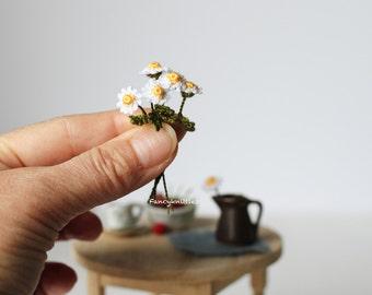 Crochet daisy ONE dollhouse miniature 1/12 scale decor camomile collectable fairy garden tiny winy summer gift for her