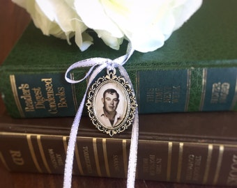 In Memory charm for bride bouquet; Memory Charm; memorial charm; photo locket; Bouquet Charm ; wedding Flower locket;in memory pendant