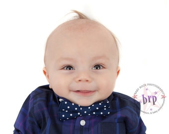 Baby christmas outfit, navy bow tie for christmas, baby christmas photo prop, navy christmas bow tie, baby holiday outfit, holiday bow tie
