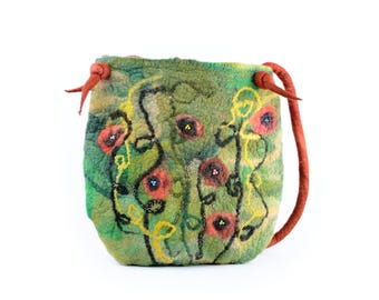 Large felt bag with green meadow and red poppy flowers - designer shoulder bag with poppies for spring & summer - handmade women bag [T19]