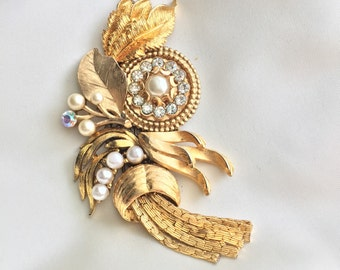 Nostalgic Wedding No.56 - Vintage Golden Bridal Assemblage for a headband or hair clip