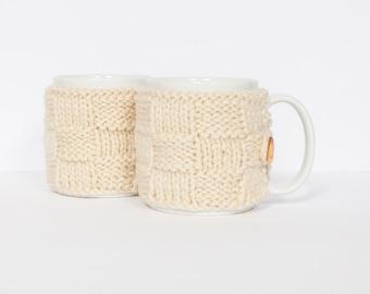 2 Knitted mug cosies, cup cosy, mug cosy, coffee cosy in cream. Coffee mug cosy / coffee sleeve as a coffee gift!