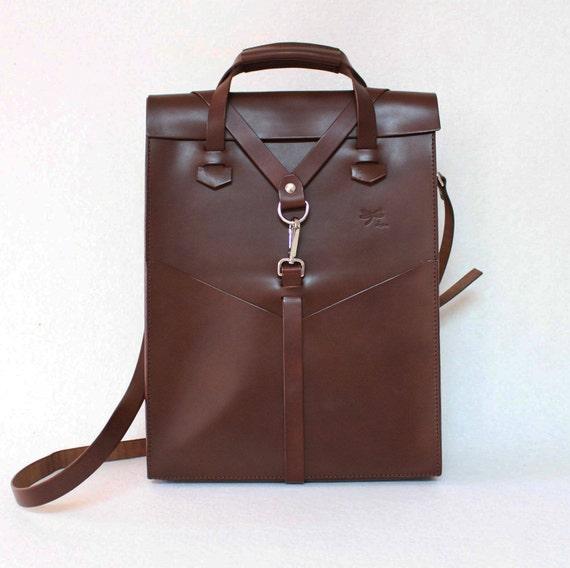 Brown Leather laptop bag. Handbag and removable shoulder strap, with front pockets. Design by Ludena.