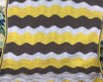 Yellow and gray ripple afghan
