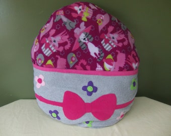 fleece dog bed, female fleece dog bed, pink fleece dog bed, dog bed with pouch, female dog bed with pouch, pink bow, flowers