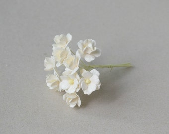 15  mm /  12  Cream  Paper  Flowers
