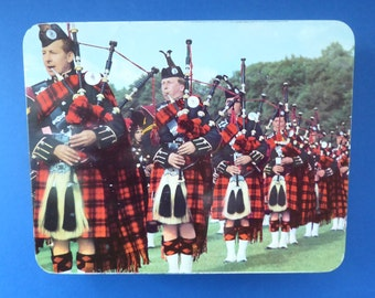 Iconic 1960s Vintage SCOTTISH SHORTBREAD Huntley & Palmers Tin with Procession of Pipers