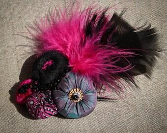 Barrette en soie noire et rose ornée de perles à la main